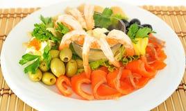 Camarón, pescado rojo, servido con el caviar rojo. Imagen de archivo libre de regalías