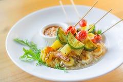 camarón tailandés del Bbq con la salsa del cacahuete imagen de archivo