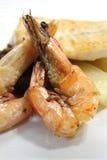 Camarón y pescados asados a la parrilla en la placa Fotografía de archivo libre de regalías