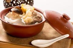 Camarões crocantes do coco e sopa da carne de porco no guisado fotografia de stock royalty free