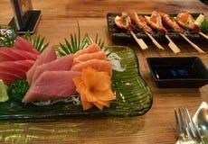 Camarões do Sashimi e do alho Fotografia de Stock