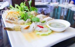 Camarões frescos com molho de marisco picante Fotos de Stock Royalty Free
