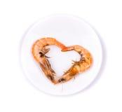Camarões frescos no símbolo do coração Imagem de Stock Royalty Free