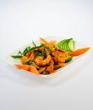 Camarões fritados com vegetais imagens de stock