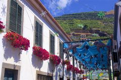 Camara de罗伯斯,马德拉岛,葡萄牙装饰的街道  免版税库存图片
