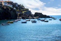 Camara de Lobos è un paesino di pescatori vicino alla città di Funchal ed ha alcune di più alte scogliere nel mondo Immagini Stock