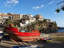 Camara de Lobos è un paesino di pescatori vicino alla città di Funchal Madera che ha alcune di più alte scogliere nel mondo Immagini Stock