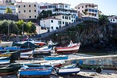 Camara de Lobos est un village de pêche près de la ville de Funchal et a certaines des plus hautes falaises dans le monde Photo stock