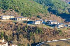 Camarda ny stad, Gran Sasso, Abruzzo, Italien Arkivbilder