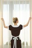 Camareira no serviço de hotel Fotos de Stock Royalty Free