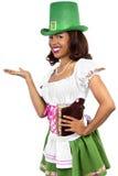Camarera en el traje del día de St Patrick Foto de archivo