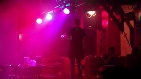Camarera en un club nocturno metrajes