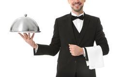 Camarero con la bandeja y la campana de cristal del metal fotografía de archivo