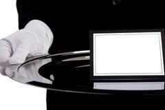 Camarero con una bandeja de plata con una tarjeta en blanco imágenes de archivo libres de regalías