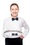 Camarero de la mujer que sostiene una bandeja de plata vacía imagen de archivo libre de regalías