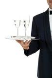 Camarero del varón adulto que sirve dos vidrios de champán aislados Imagen de archivo libre de regalías