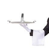 Camarero que sostiene una bandeja con un teléfono en él Foto de archivo