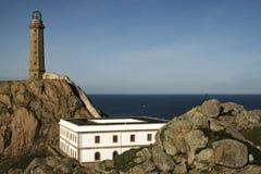 CAMARIà «JAK, HISZPANIA, GRUDZIEŃ - 17, 2016: widok Vilà ¡ n przylądka latarnia morska w Da Morte wybrzeżu w Galicia, Hisz obrazy stock