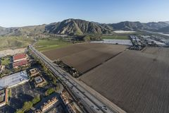 Camarillo加利福尼亚101高速公路和空中的农田 库存图片