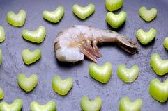Camarón fresco crudo con apio Foto de archivo