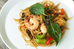 Camarón tailandés con la comida de los tallarines Foto de archivo
