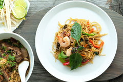 Camarão tailandês com macarronetes Imagens de Stock
