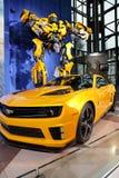 Camaro y transformador en la demostración auto internacional de NY Imagenes de archivo
