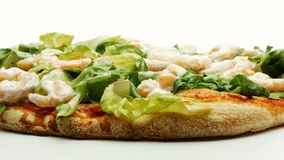 Camarones y mayonesa de la lechuga de la pizza que giran la cantidad 4k almacen de video