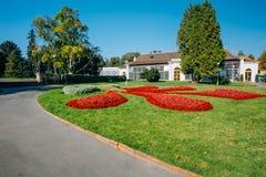 Camas da estufa e de flor no jardim real dentro Fotografia de Stock Royalty Free