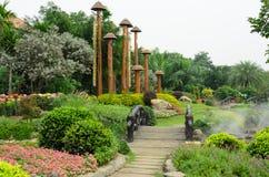 Camas de flor coloridas en parque hermoso en el jardín Tailandia Fotografía de archivo