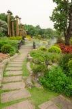Camas de flor coloridas no parque bonito no jardim Tailândia Foto de Stock