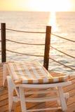 Camas de la playa en el embarcadero de madera Imagen de archivo libre de regalías