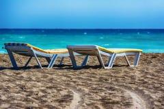 Camas de Sun en la playa de Manavgat, Turquía Fotos de archivo