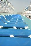 Camas de Sun no navio de cruzeiros Foto de Stock