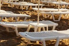 Camas plásticas do sol imagens de stock