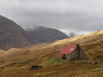 Camban Bothy, Gleann Fionn, Scotland in may. Sheltering from the storm in a mountain bothy Royalty Free Stock Photos