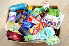 Camberley,萨里,英国- 2016年11月17日:有废物的国内回收的箱子从主要英国品牌 免版税库存照片