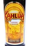 Camberley, het UK - 1 Maart 2017: Etiket op een fles van Kahlua Coff royalty-vrije stock foto