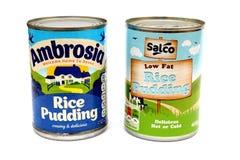 Camberley UK - Februari 22nd 2017: Tenn av Ambrosia Rice Pudding på w arkivfoton