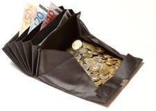 Cambi la borsa con le euro monete e fatture Fotografia Stock Libera da Diritti