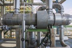 Cambiador de calor en planta de refinería Imágenes de archivo libres de regalías