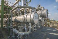 Cambiador de calor en planta de refinería Fotos de archivo libres de regalías