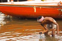 Cambiamento allentato di pesca a strascico indiano difficile del fiume di Ganges Fotografia Stock