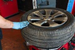 Cambiamento della gomma di automobile Immagine Stock Libera da Diritti