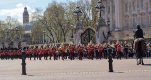 Cambiamento della guardia al Buckingham Palace, Londra Immagine Stock