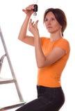 Cambiamento della ragazza una lampadina Fotografia Stock Libera da Diritti