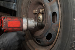 Cambiamento delle gomme di automobile Fotografia Stock Libera da Diritti