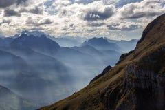 Cambiamento drammatico del tempo sulle alpi svizzere Immagini Stock Libere da Diritti
