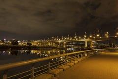 Cambie桥梁在BC温哥华在晚上 免版税库存照片
