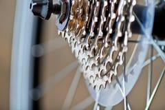 Cambie la velocidad y la cadena de la nueva bicicleta Fotos de archivo libres de regalías